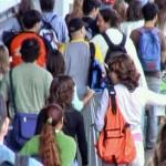 Estudiantes en la salida del Pabellón 3